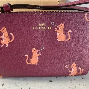 NWT COACH CORNER ZIP WRISTLET WITH CAT PRINT